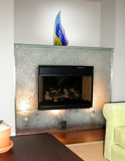 kilnformed fireplace with interior lighting 2160x1216